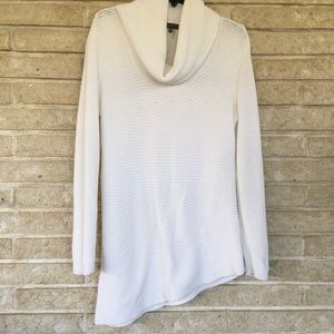 VINCE CAMUTO white sweater, size M